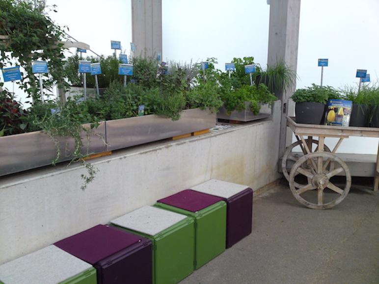 qubing als Sitzbank fuer die Internationale Gartenschau in Hamburg